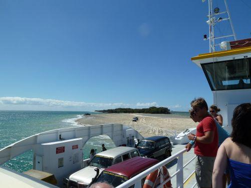 Fergen som går over sundet til Fraser Island