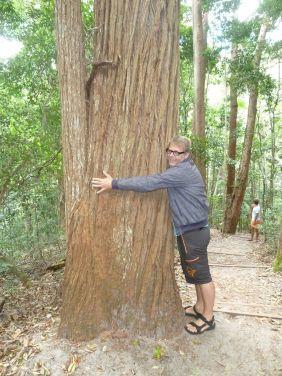 Min morfar pleide å måle trær på dette viset. Altså en favn :-)