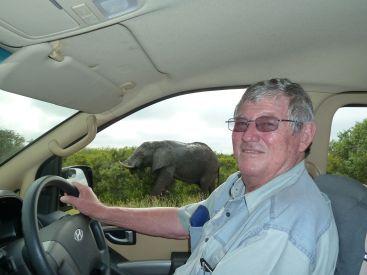 Clive viser oss en elefant.